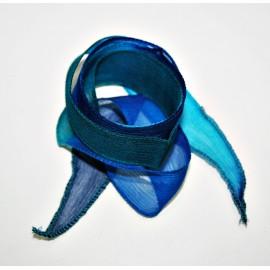 Seda en tiras aguas azules