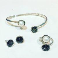 Nuevas pulseras para dos cristales. Ya estamos pensando en los regalos de navidad....