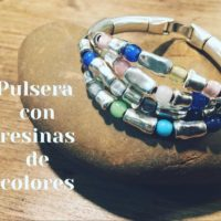 Pulsera con cuentas de colores y zamak