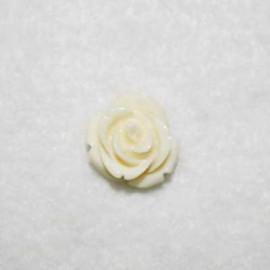 Rosa de resina pequeña crema