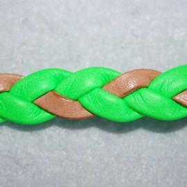 Cuero sintético trenzado verde fluor. Se vende x medios metros