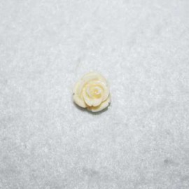 Rosa de resina chiquita crema