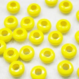 Cuenta de resina amarilla