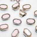 Cuenta esmaltada oval rosa