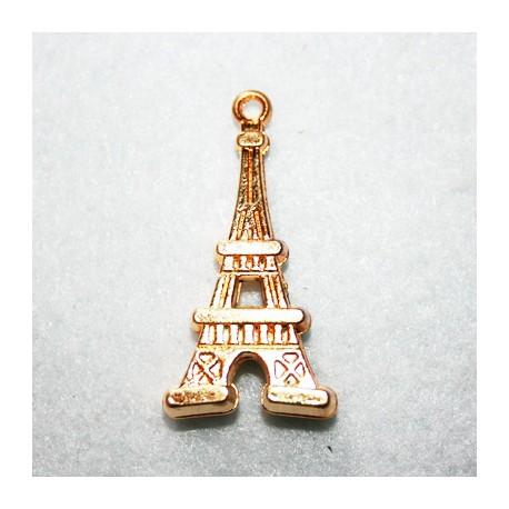 Torre Eiffel grande dorada