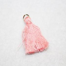 Borla o pompón con anilla rosa