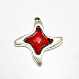 Colgante estrella con resina roja