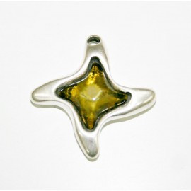 Colgante estrella con resina verde oliva