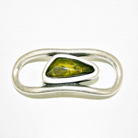Conector geométrico con resina verde oliva
