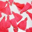 Borla o pompón con anilla rosa fluor