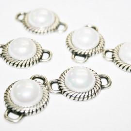 Conector repujado con perla