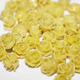 Rosa de resina mini amarilla