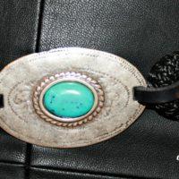 Cinturón con cordón de Paracord y hebilla central con turquesa de resina.
