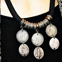 Collar étnico con monedas de zamak bañadas en plata