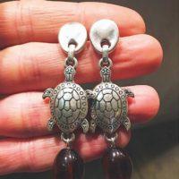 Pendientes con tortugas de zamak bañadas en plata